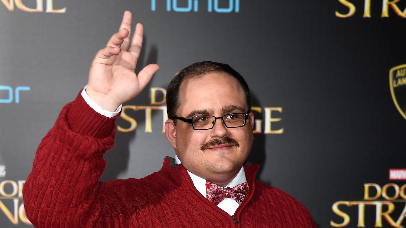 Red-sweatered Midwesterner Ken Bone isn't voting for Trump, but he's still getting blasted by Biden supporters