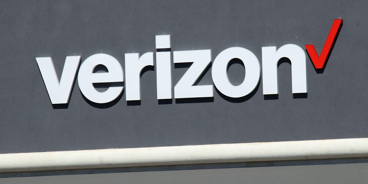 Verizon spends $45 billion in major 5G spectrum auction, while AT&T spends $23 billion