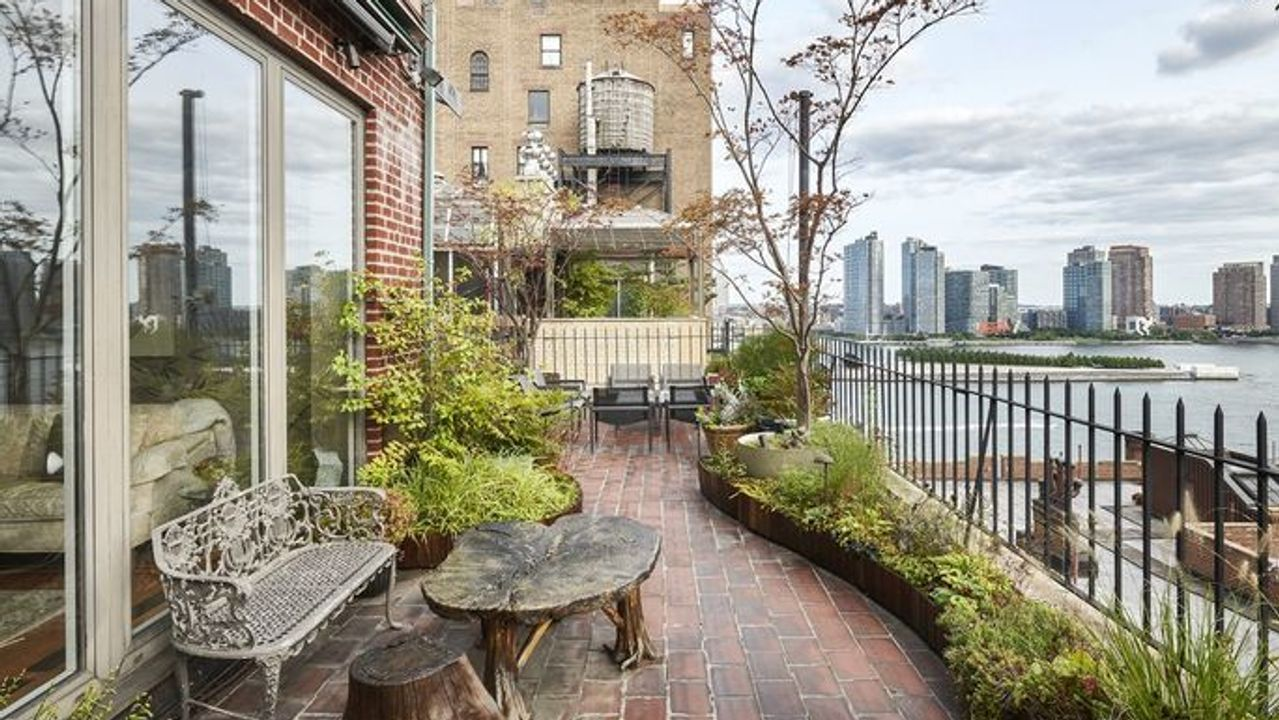 You could own the NYC rooftop where John Lennon claimed to spot a UFO -  MarketWatch