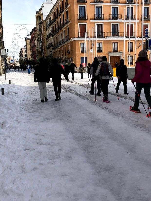 Icy streets and packed metros: Madrid digs out from historic snowstorm in midst of pandemic 11