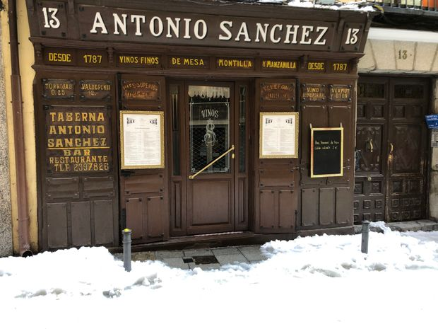 Icy streets and packed metros: Madrid digs out from historic snowstorm in midst of pandemic 9