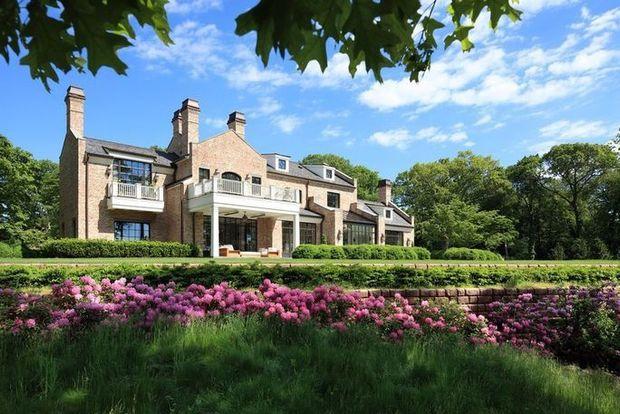 Take a look inside Tom Brady and Gisele Bundchen's Massachusetts mansion 2
