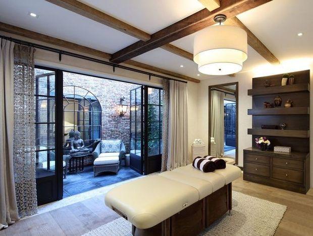 Take a look inside Tom Brady and Gisele Bundchen's Massachusetts mansion 7
