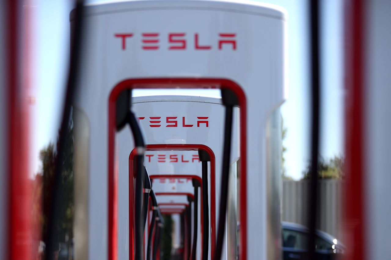 marketwatch.com - Barbara Kollmeyer - Investors think there's more chance Tesla and bitcoin will halve than double, warns Deutsche Bank