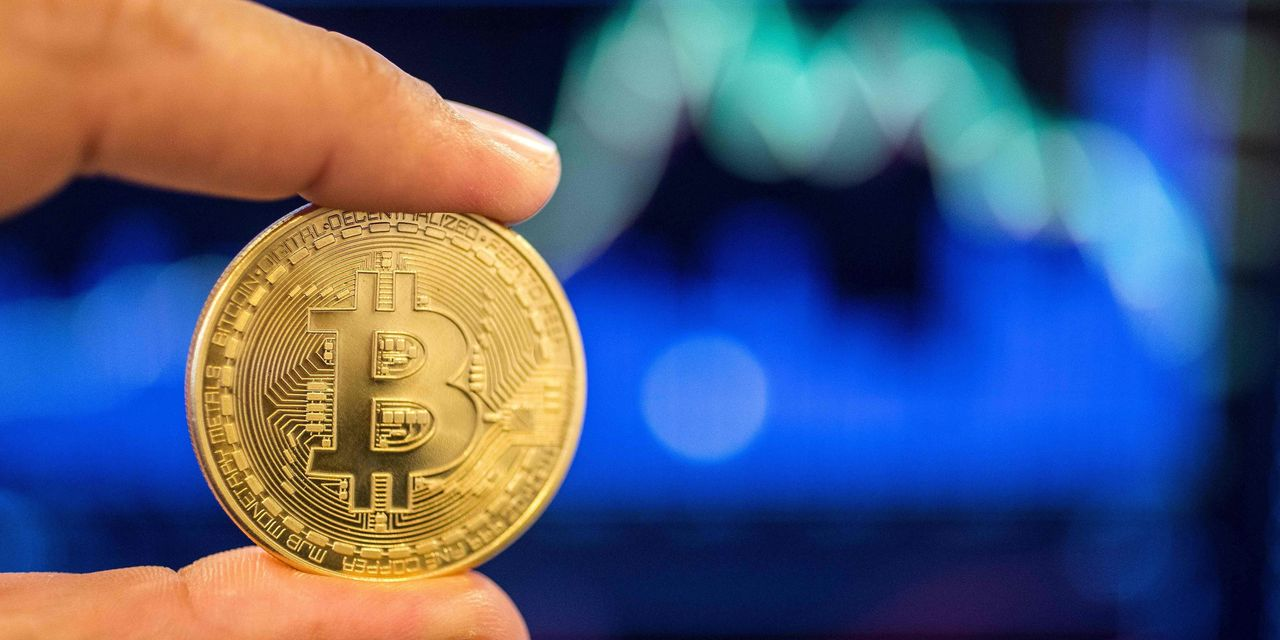 Forget bitcoin's weekend slump. Watch these 2 key levels for what happens next, strategist says.