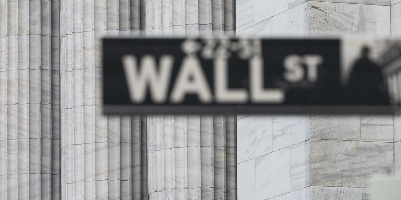 Dow futures drop 500 points as spread of delta variant continues