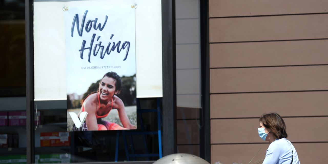 U.S. unemployment claims sink 193,000 to pandemic low of 576,000