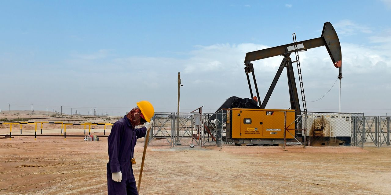 Oil mixed as traders eye Libya's supply disruptions and India's demand prospects