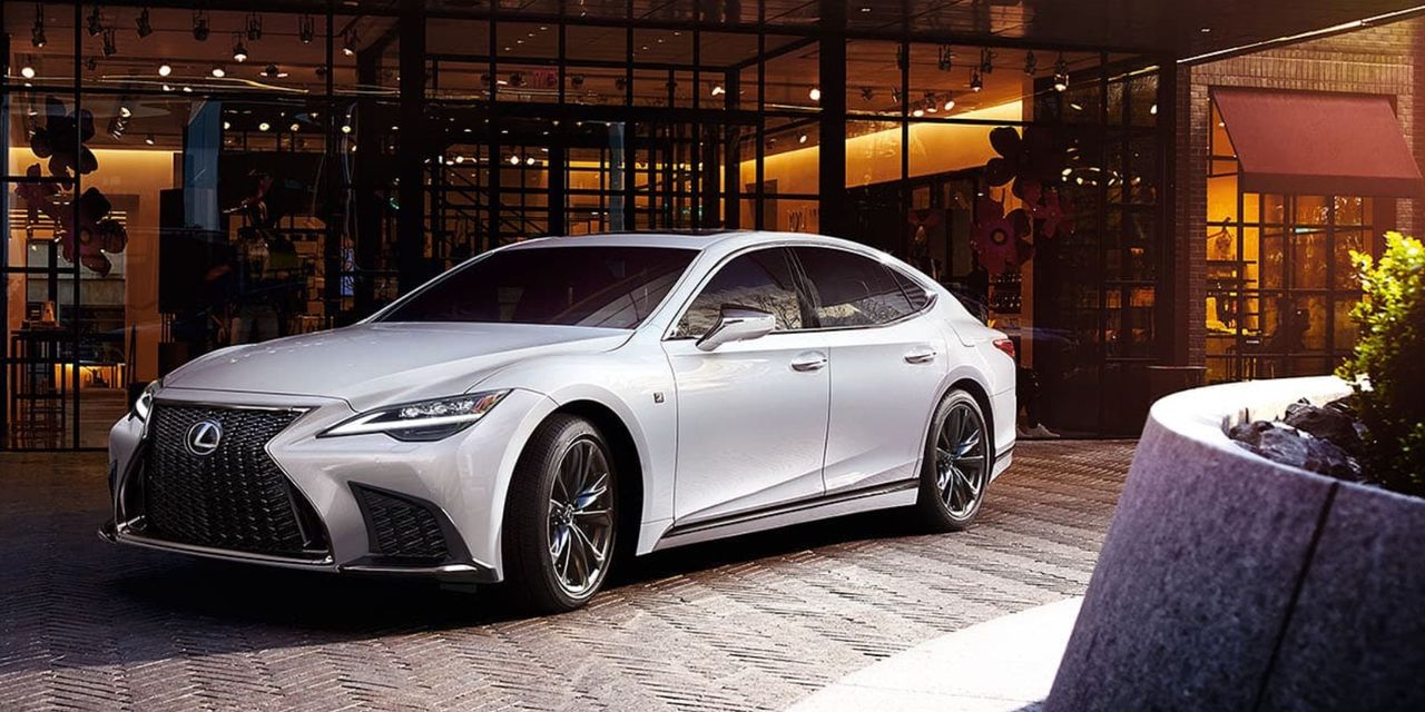 How does the 2021 Genesis G90 stand up to the Lexus LS?