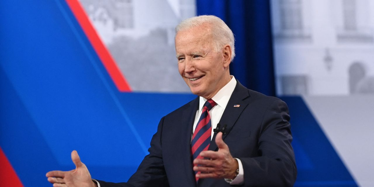 Biden urges local, state governments to pay newly vaccinated people $100 each