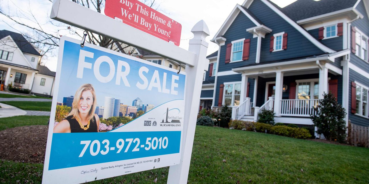 Sales of new homes sink to lowest level since pandemic as high costs and slim pickings frustrate buyers