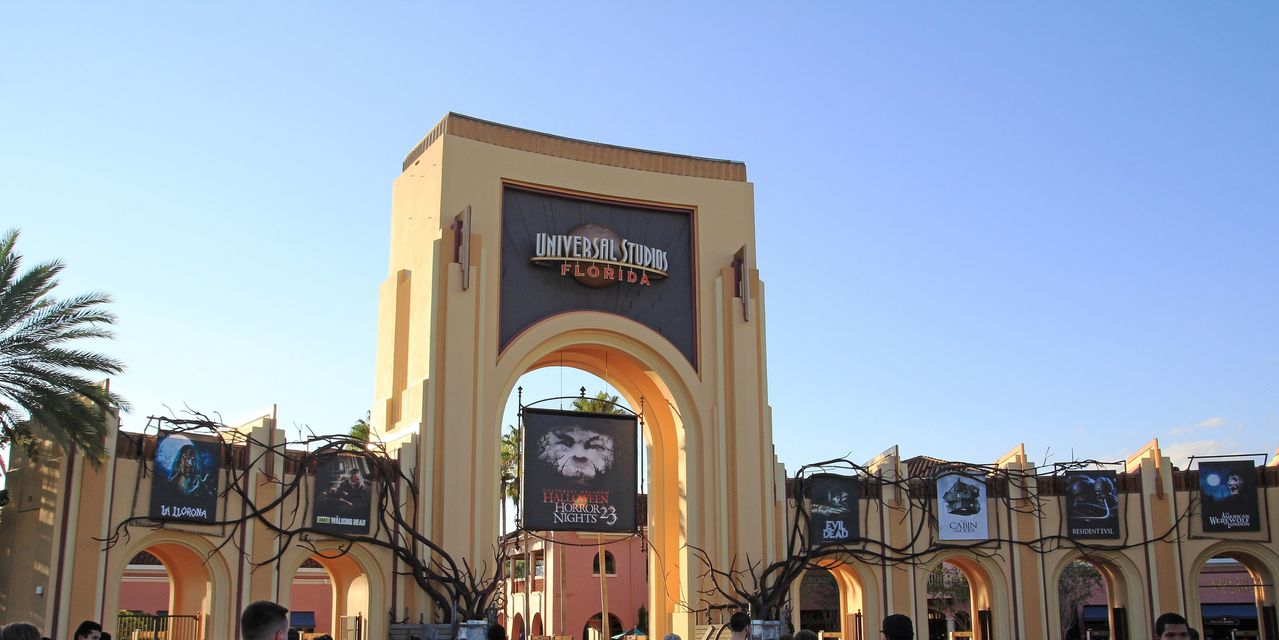 Universal Studios and SeaWorld aren't following Disney in bringing back mask requirements
