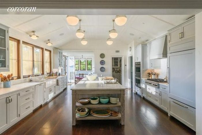 Matt Lauer's Waterfront Home in the Hamptons Resurfaces for $44M 7