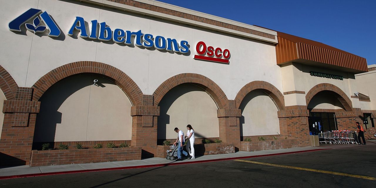 'Better wine, better meat, more orchids': Albertsons' CEO says customers have traded up and they're not going back down