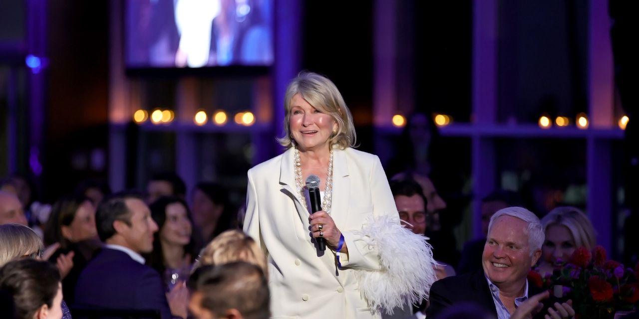 Realtor.com: Martha Stewart Sells Her Classic East Hampton Cottage for $1...